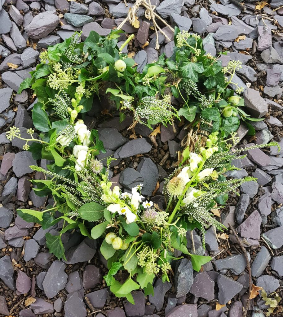 Funeral wreaths and wild floral arrangements damaris designs bespoke natural and wild funeral wreaths izmirmasajfo Image collections